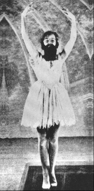 René Clair- La danseuse. In Entr'acte (1924): Scénario  Francis Picabia, Photo  Berliet, Musique  Erik Satie, Production  Rolf de Maré / Ballets Suédois