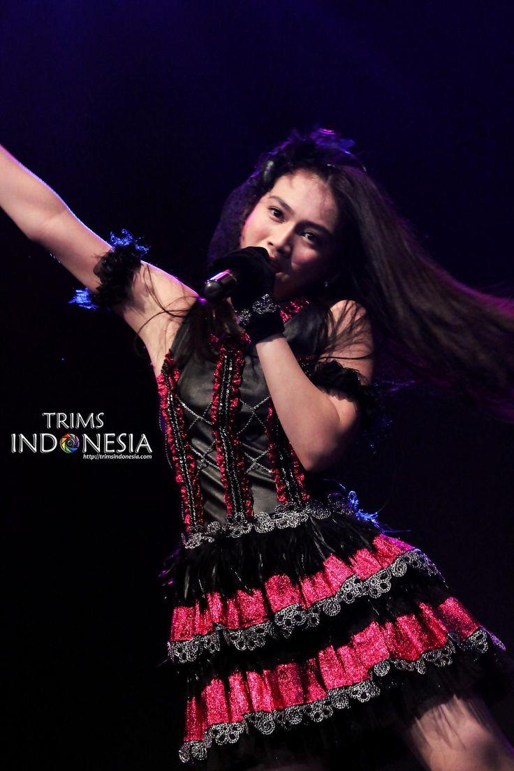 melody nurramdhani laksani ( @melodyJKT48 )    JKT48 Live in Concert Sidoarjo #MinR
