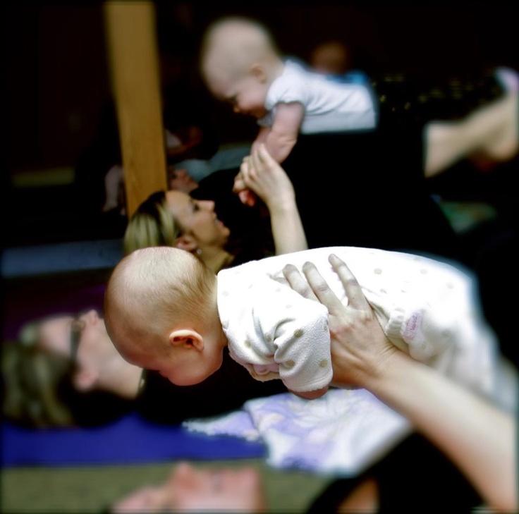 """ΜΩΡΑ ΚΑΙ ΜΑΜΑΔΕΣ ΜΑΖΙ- BABY YOGA, για μωράκια από 0 έως 8 μηνών. Πάρτε το μωράκι σας και ελάτε! Κάντε την πρωινή σας γυμναστική μαζί του και απολαύστε το να ξεκαρδίζεται από τα γέλια με τις άρσεις, τις κάμψεις και τις """"πτώσεις"""" σας! Το πρόγραμμα συνεχίζεται με την καινούρια χρονιά! Από 11 Ιανουαρίου και κάθε Παρασκευή, 11.00-12.00. ΚΟΣΤΟΣ 50 ευρώ/ μήνα"""