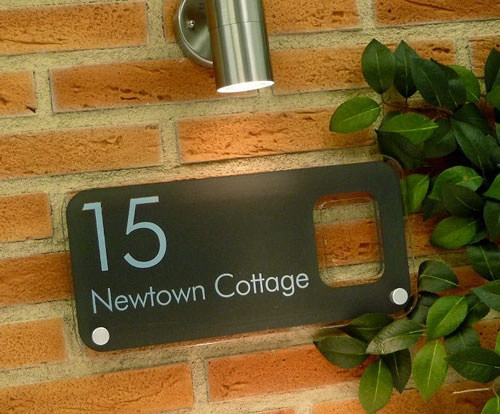 Designed by you. Online. In minutes. Not your everyday boring house sign. http://de-signage.com  pic.twitter.com/Y3zuGlMl