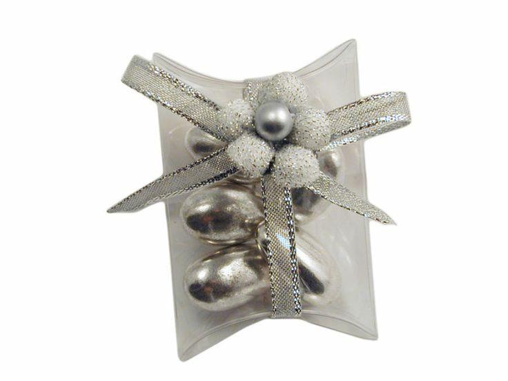 Bustina portaconfetti trasparente con fiori e nastri in argento.. ideale per le nozze d'argento..