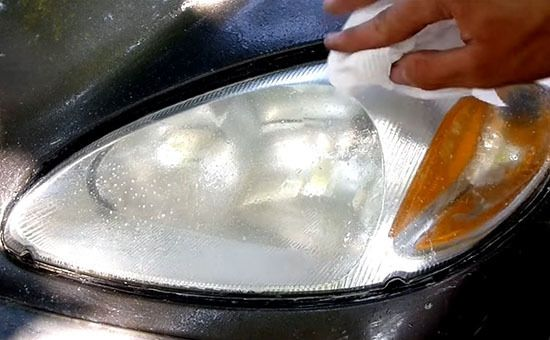 How to Clean Your Car's Dirty Headlights in Just Seconds