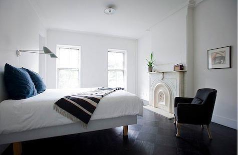 Indigo Pillows in Elizabeth Roberts' Brownstone: Hill Townhouse, Robert Bedrooms, Interiors, Fireplaces, Clinton Hill, Elizabeth Robert, White Bedrooms, Beds Frames, Bedrooms Simple