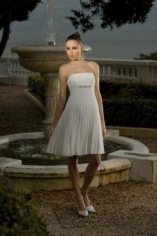 Modame.it vende online gli abiti da sposa orti 2013, vari stili di abiti da sposa corti da scegliere, prezzo di favore e servizio buono.