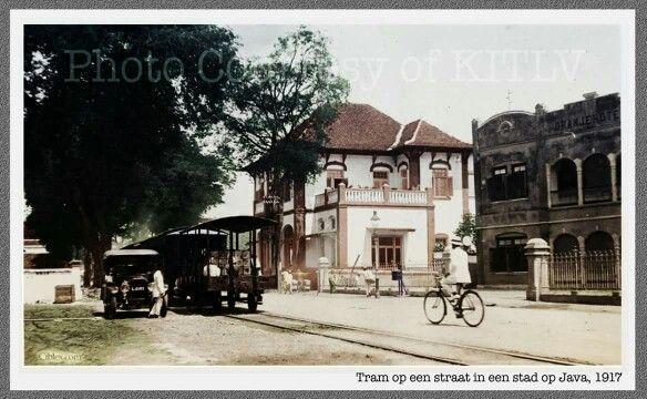 Toendjoengan 1917 met rechts het Oranjehotel