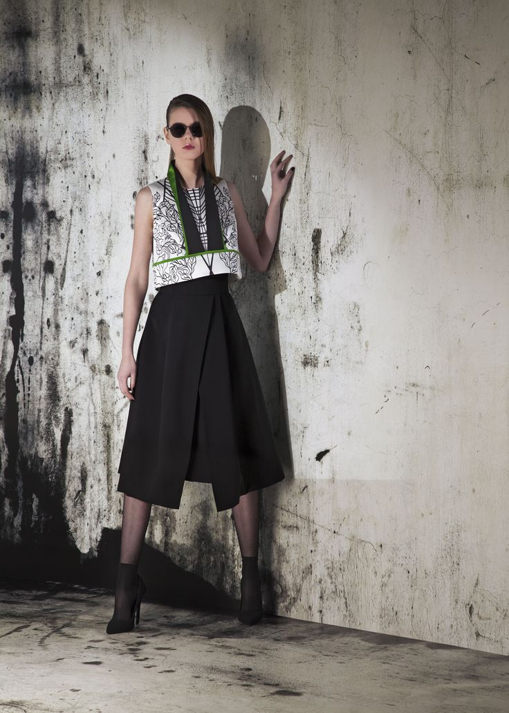 Printed top with black skirt outfit fashion print black and white