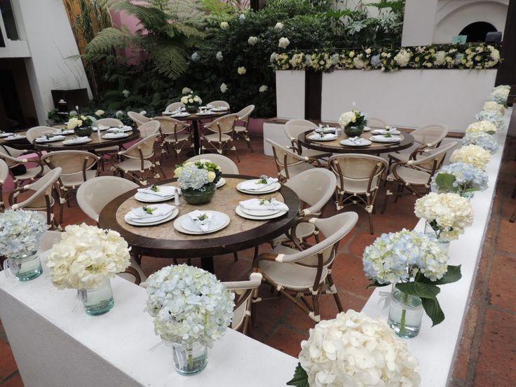 Boda civil. Contáctanos para cotizar tu boda clientes@lapetala.com.  2159030 Bogotá.