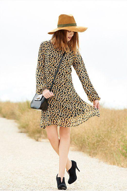 ESTILO SIXTIES Vestido de Azura, bolso de A Collection y botines de Chika10.