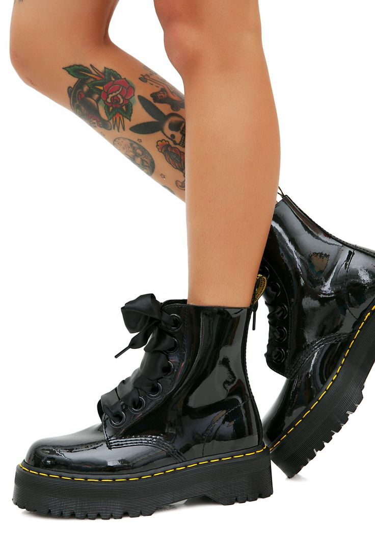 Dr. Martens Molly 8 Eye Boots will have ya stompin' all over 'em. These black patent combat boots have supa thikk soles and a lace-up front.