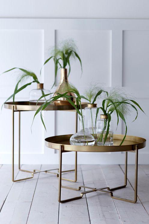 Sohvapöytä, jossa irrotettava tarjotin. Kokoontaittuva jalusta. Metallia. ø 57 cm. K 48 cm. <br><br>