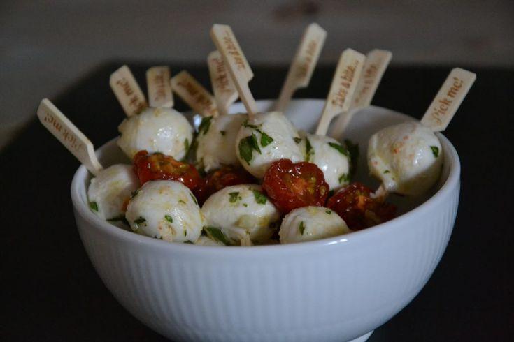 Tapassticks med tomat og mozzarella