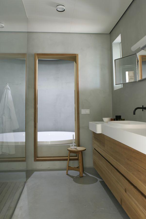 Interieur Plus - Woonboerderij - Farmhouse conversion in Friesland #agapedesign Desk countertop and Gabbiano mirror