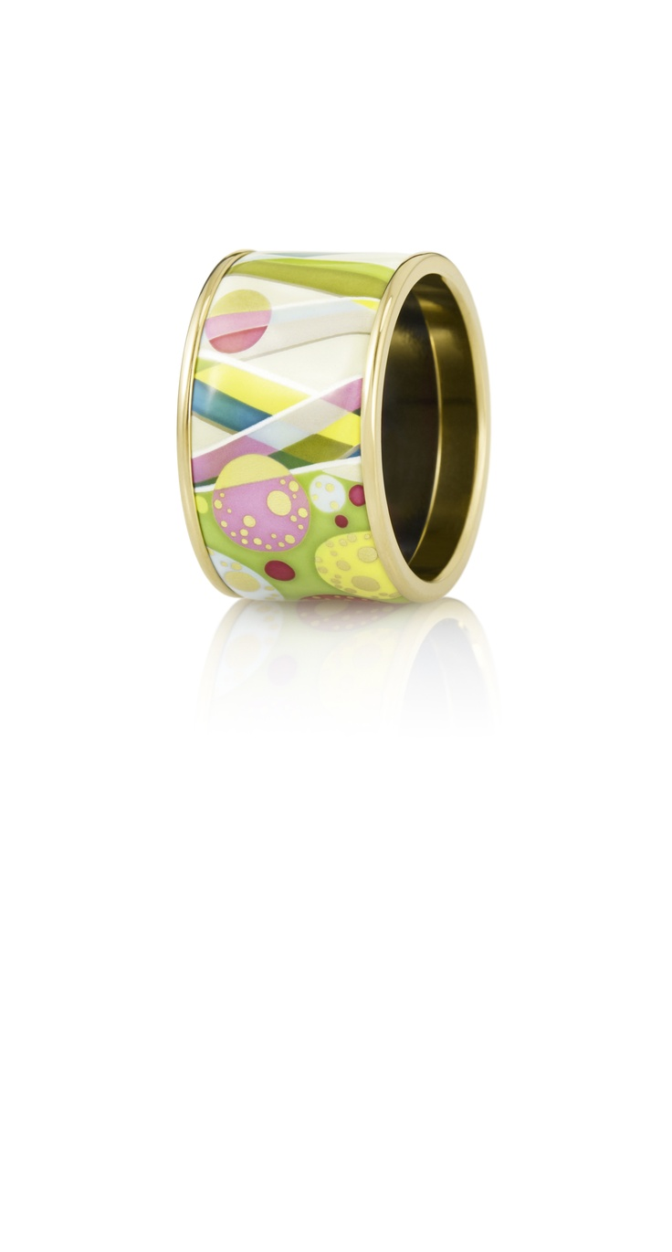 Draw attetion to your hands!   Diva ring from Floral Symphony - First Love collection.   Get it at Baneasa Shopping city!