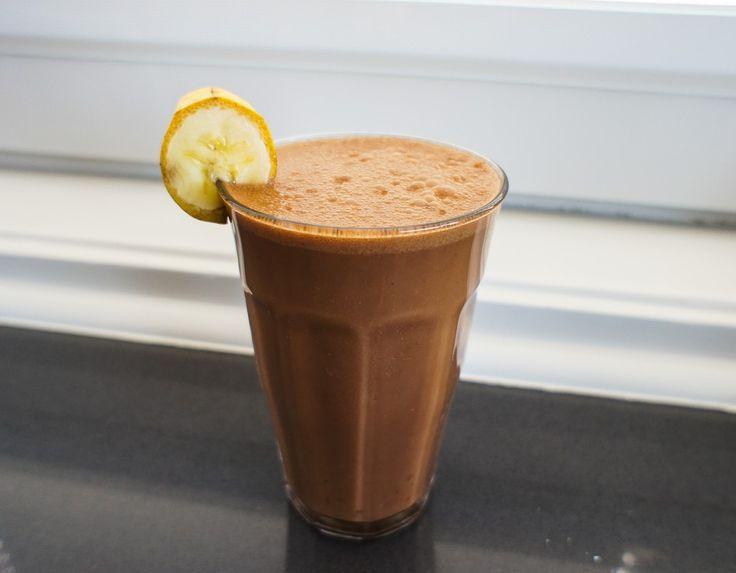 SOJA. Smoothie chocola. Gebruik sojamelk. Verder kun je het hele recept volgen.