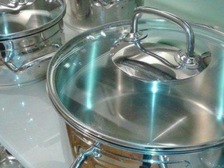 Как быстро отчистить грязные кастрюли до блеска