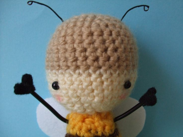 Buz-buz the Honey Bee Amigurumi