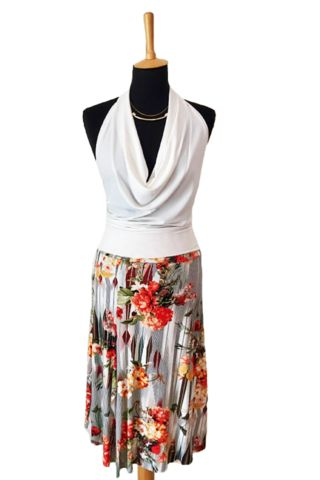 Tango skirt with slits in orange floral print. A very pretty and soft summer skirt made for dancing    #tangoskirts #tangoclothes #argentinetango #tangodancing