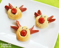 Rudolph the Red Nose Reindeer Hot Dogs for Christmas! | Fun Food for kids, holiday, snowman santa elf ketcup raisins biscuits cheese party appetizer