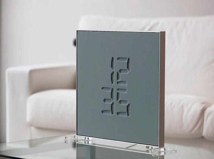 La start-up suisse 42 Foundry a créé une horloge étonnante qui affiche l'heure de manière totalement magique ! En effet, les chiffres apparaissent gravés sur la surface de l'horloge puis disparaissent…  Cela est rendu possible grâce à une membrane élastique qui affiche l'heure comme si chaque chiffre était gravé dans la pierre mais ce n'est qu'une illusion. Cet affichage éphémère donne au temps plus d'importance. Les chiffres apparaissent comme des impressions, altérant la topographie de...