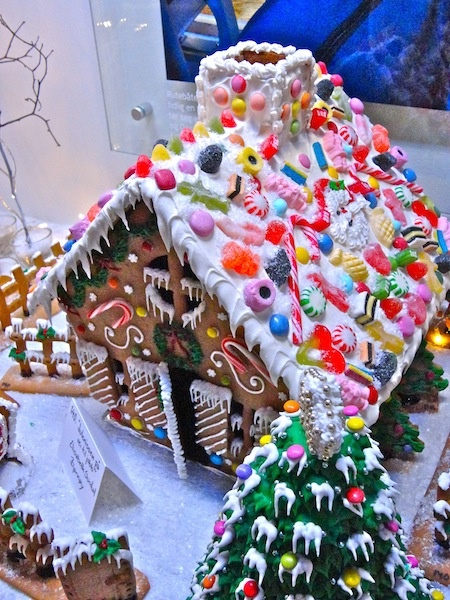 Where Five Valleys Meet: Norske pepperkakehus - Norwegian gingerbread houses