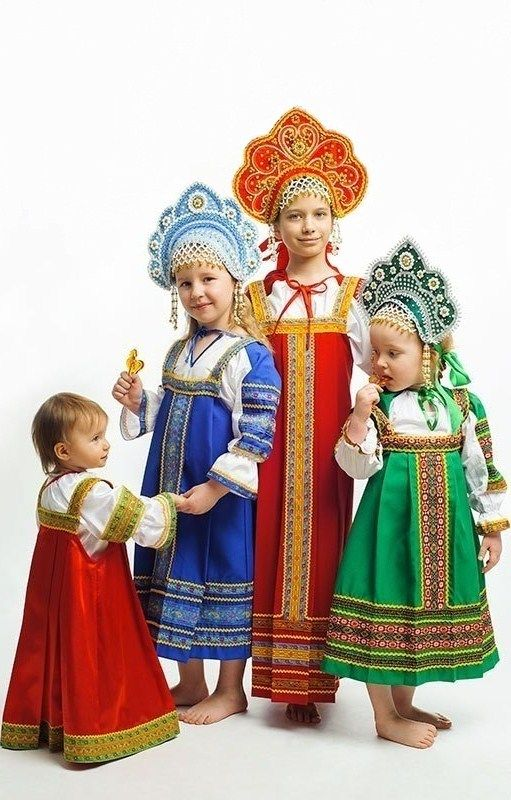 Little Russian girls in traditional dresses. #kids