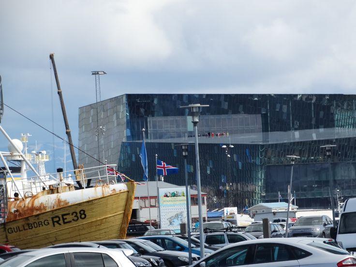 schip in de stad #Reykjavik #ijsland