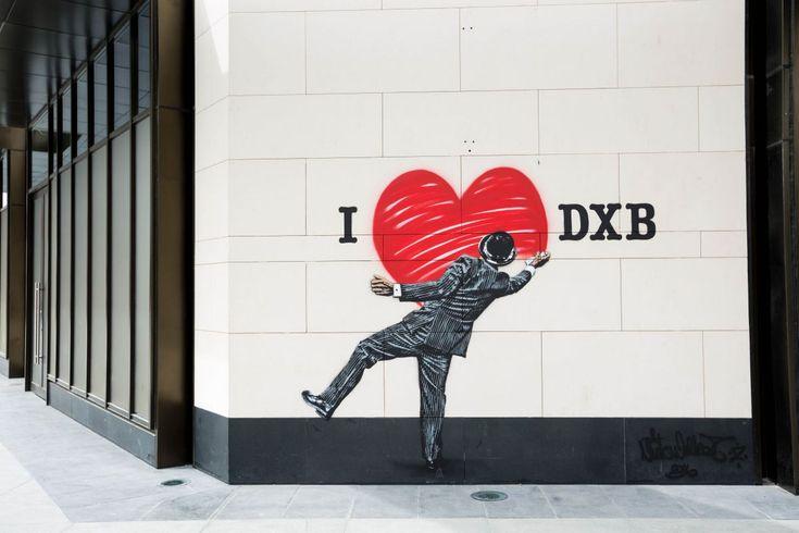 Dubai Wall: Nick Walker é um dos mais famosos artistas de rua e veio de Bristol, Inglaterra. Ficou famoso por volta de 1980. Em seu portfólio de trabalho encontra-se a recriação das ruas de Nova York para a gravação do filme De olhos bem fechados, de Stanley Kubrik, em 1999.