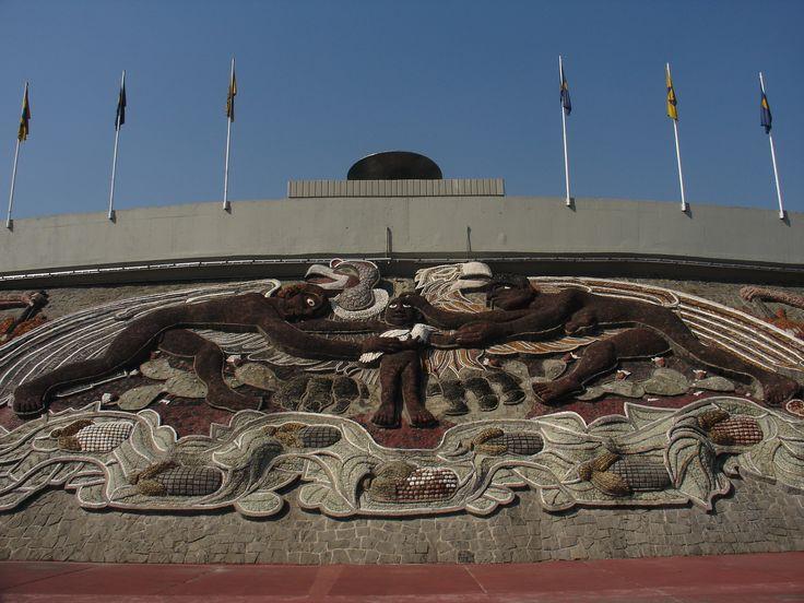 Mural del estadio olimpico universitario ciudad for El mural de siqueiros