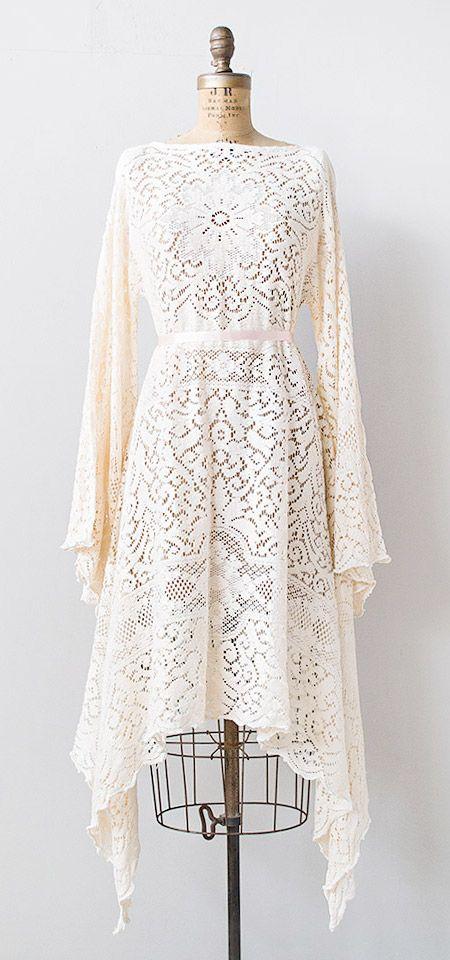 vintage 1970s pale pink lace boho dress | #vintage #1970s #vintagelace