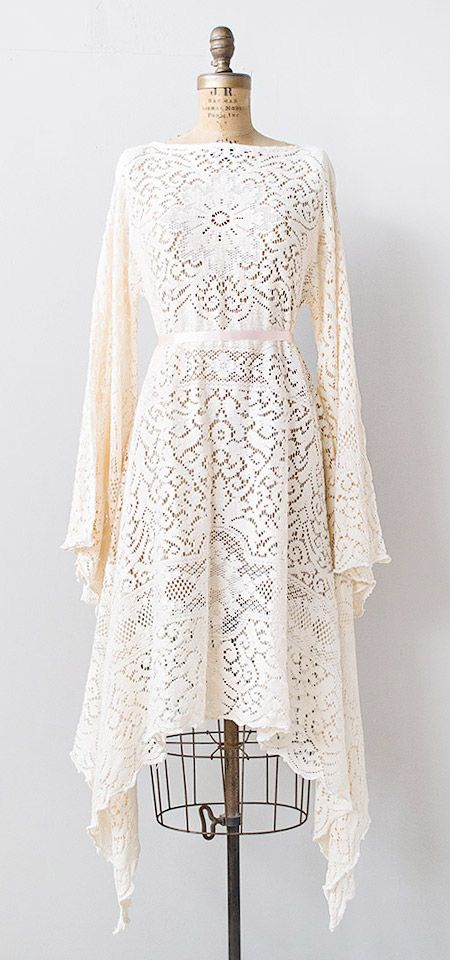 vintage 1970s pale pink lace boho dress | #vintage #1970s #vintagelace