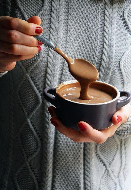 Crema pastelera de chocolate fácil y rápida, especial para rellenos y postres
