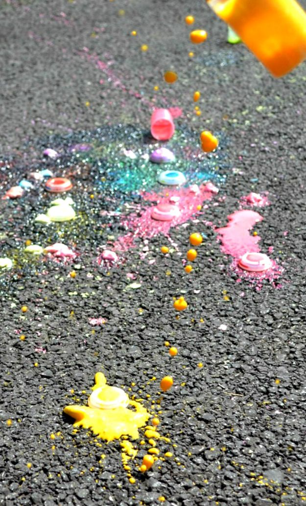 Exploding Chalk Rockets | Have fun with this easy craft project. Just don't forget to clean up! #DiyReady www.diyready.com