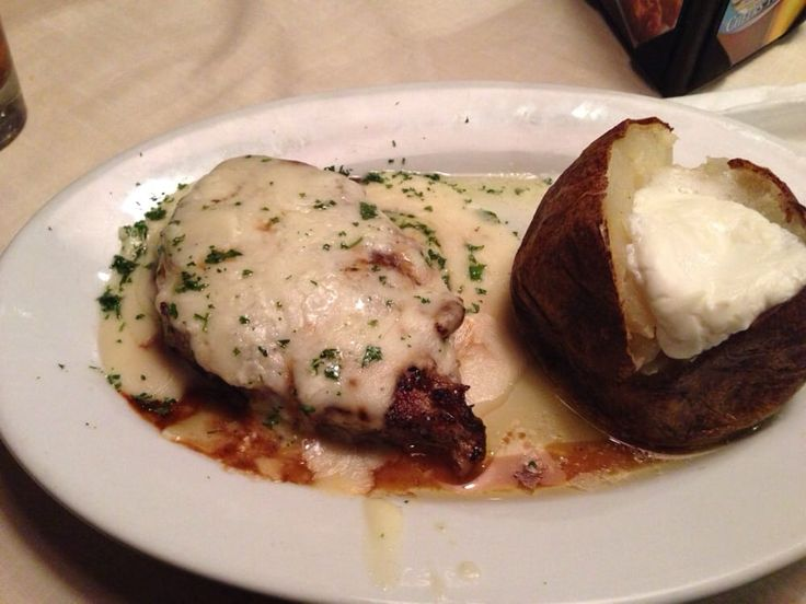 ASIAGO SIRLOIN STEAK  Ruby Tuesday Restaurant Copycat Recipe   1 (7 oz.) sirloin steak  1 teaspoon cracked black peppercorns  2-3 ounc...