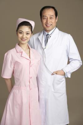 Japans verpleegstersuniform met roze kap. 2013.