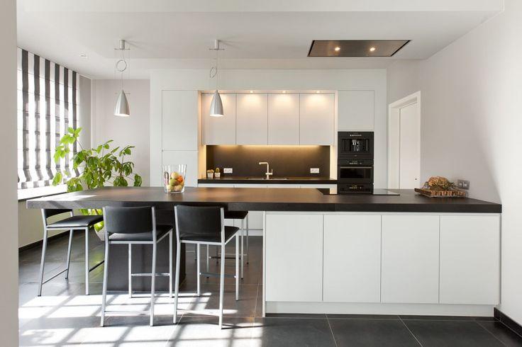 Een moderne keuken kun je in allerlei varianten aantreffen maar er zijn wel een aantal ...