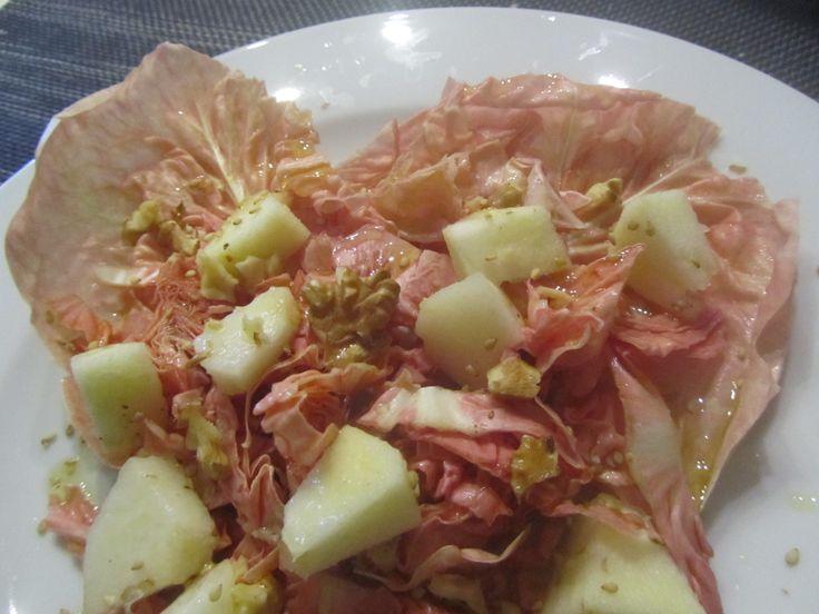 Insalata di radicchio rosa con mela e noci