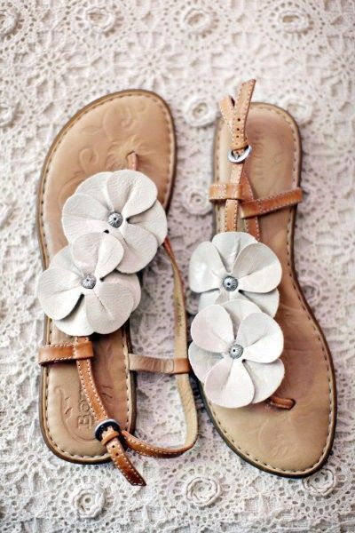 Lovin' these cute flower sandals! Summer, where are you?