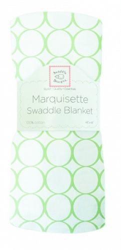 """Dekorativt """"Marquisette"""" gas-teppe.Swaddle Blanket, Mod Circles on White, kiwi.Hvitt med grønne sirkler.  Supre babytepper til svøping -gir trygghetsfølelse og støtte til nyfødte ved søvn.Også behagelig omslag når man skal holde babyen.* Marquisette er et tynt, løst vevd bomullsstoff igas-kvalitet (lik 1-lags musselin).*Meget luftige og behagelige.* Enkle å vaske - blir mykere og mykere for hver vask.* Naturlige fargeruten aminer, formaldehyd og azo-fargestoff. *Pås..."""