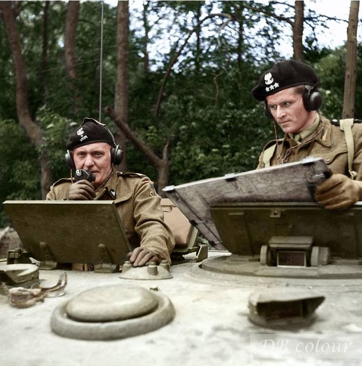 General Stanisław Maczek and Captain T. Wysocki in a Cromwell VII tank (T 187921) of the Polish 1st Armoured Division training in Scarborough, UK, before leaving for Normandy July 1944.