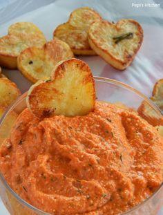 Ντιπ πιπεριάς με φέτα και καρδιές πατάτας
