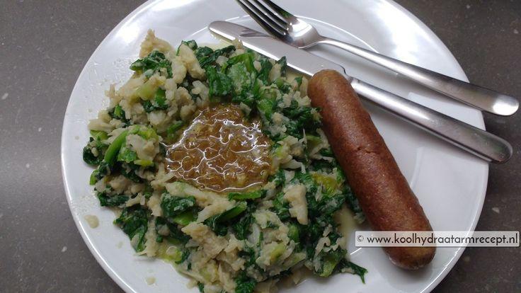Een ouderwetse andijvie stamppot maar dan koolhydraatarm. I.p.v. aardappelen neem je bloemkool, *nomnom* met lekkere kerriejus en vegaworst of gehacktbal.