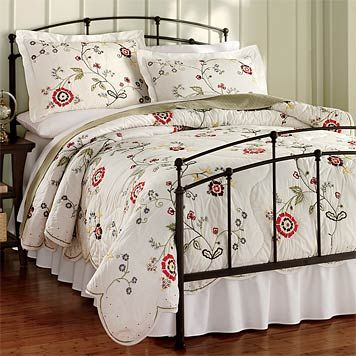 decorating+with+iron+beds | ... iron bed update your bedroom with the look of stylish wrought iron