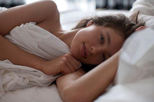 Αποτέλεσμα εικόνας για girl in bed