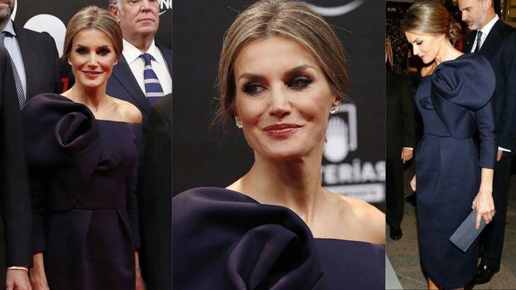 La Reina Letizia RADIANTE con vestido azul de Delpozo en los Premios de ...