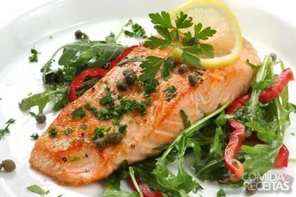 Receita de Salmão com molho de alcaparras em Peixes, veja essa e outras receitas aqui!