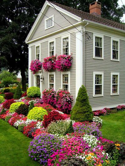 Quisiera poder tener un jardin asi d colorido..Green Thumb, Windowboxes, Windows Boxes, Greenthumb, Front Yards, Flower Gardens, Flower Beds, Gardens Border, Flower Boxes
