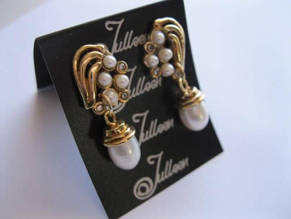 Satin White Drop Pearl Gold Swirl Motif Set with Baby Pearls