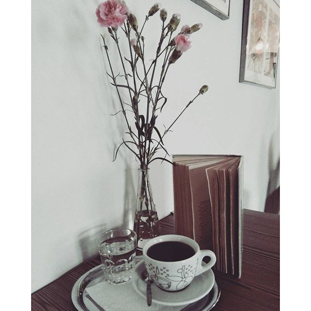 Alternativni káva v alternativni kavárně ❤☕ #kavarnaalternativa #alternativecoffee #alternative #opava #kavarna #coffee #flowers #book #literature #fiction #beletrie #fictionworld #coffeetime #tyl