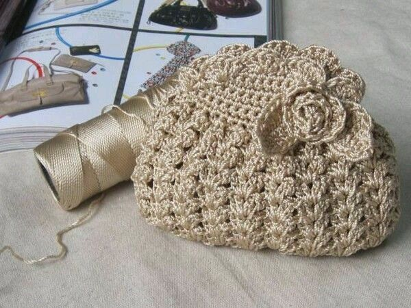Mi baúl de Inspiraciones : Bolsa dorada tejida al ganchillo