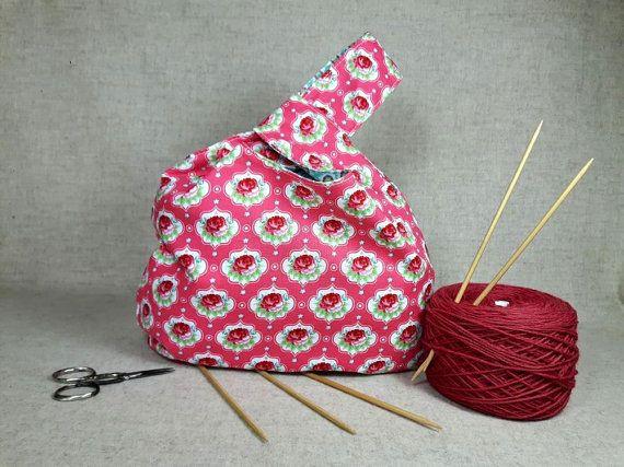 Japanische Knotentasche Rosen,  Wendetasche für Strickzeug. Projekttasche Baumwolle, rosa, grün, weiß, türkis  Knitting project bag with roses for sock knitter, reversible bag